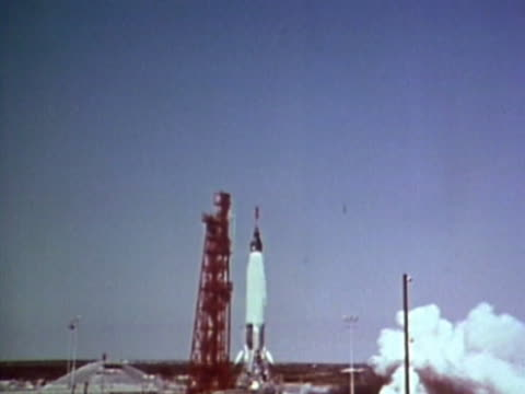 vidéos et rushes de rocket lifting off - archival