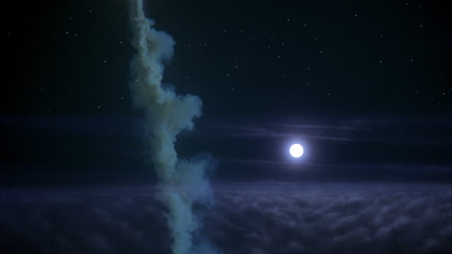 vidéos et rushes de ws rocket shooting through clouds at night, full moon - infini
