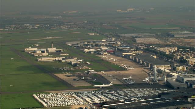 vidéos et rushes de aerial rockets and planes at le bourget airport/ paris, france - transport aérien