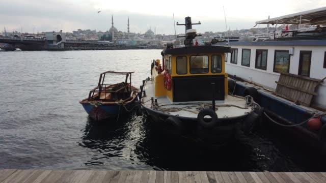 stockvideo's en b-roll-footage met schommel boot op zee, halic - moderne rock