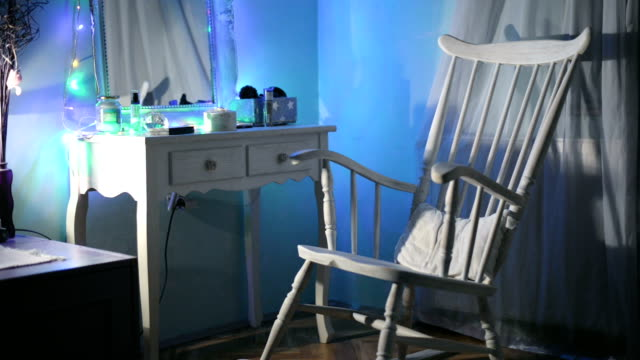vidéos et rushes de rocking chair - bercement