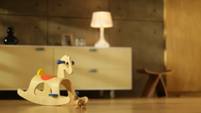 vidéos et rushes de rocking horse in living room - bois