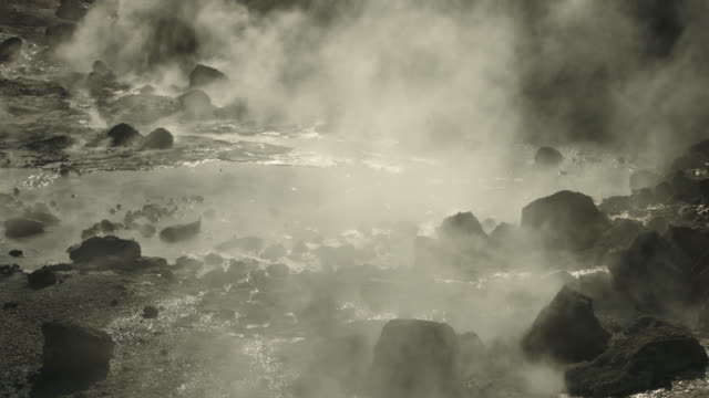 rockpools of boiling water bubble away at the geothermal area of reykjanes in iceland. - dampf stock-videos und b-roll-filmmaterial