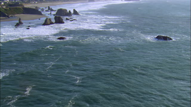stockvideo's en b-roll-footage met aerial rocks and ocean, bandon, coquille point, oregon, usa - oregon amerikaanse staat