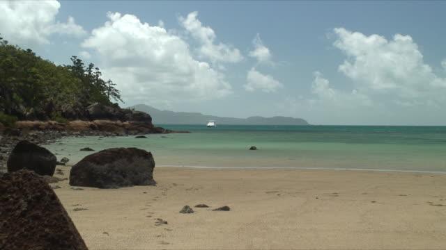 WS ZO Rocks on deserted beach, Whitsunday Islands, Queensland, Australia