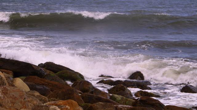 rocks & sea - 英国スカーブラ点の映像素材/bロール