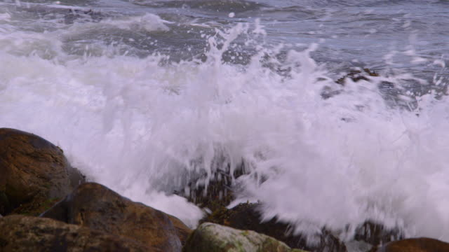 stockvideo's en b-roll-footage met rocks & sea - scarborough engeland