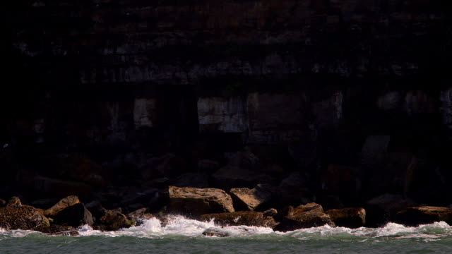 rocks & sea - scarborough inghliterra video stock e b–roll