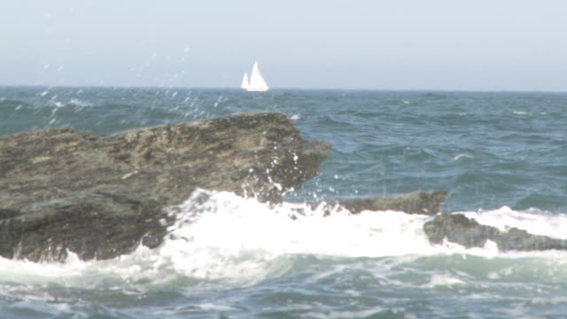 vídeos de stock, filmes e b-roll de rocky beach, 11-hd 30f - boulder rock