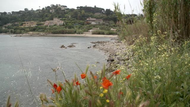 rocky beach and the coastline / saint-tropez, france - 不在点の映像素材/bロール