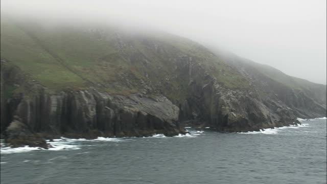 Klippen von Killonecaha-Luftaufnahme – Munster, Co, Kerry, Hubschrauber beim Filmen, Antenne Video cineflex, Eröffnungsszene, Irland