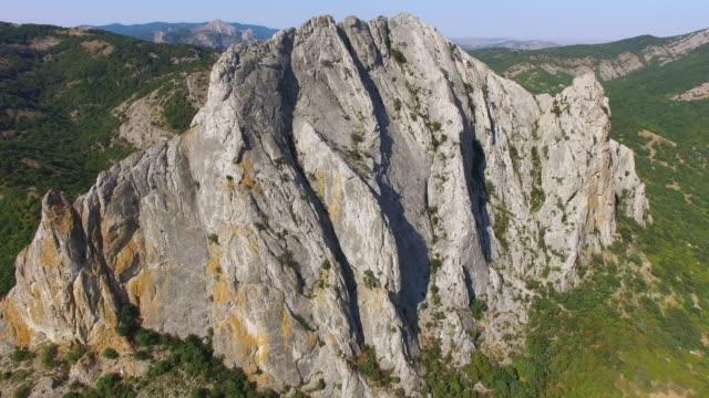 stockvideo's en b-roll-footage met luchtfoto: rotswanden op heldere zonnige dag - sunny