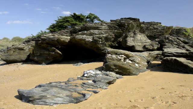 rocky coast at cote de jade - 干潮点の映像素材/bロール
