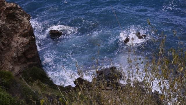 vídeos de stock e filmes b-roll de rocky coastline. - aldeia de pescador