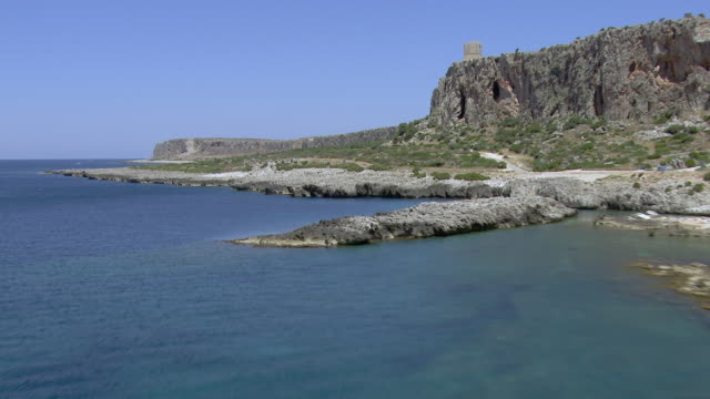 rocky coastline with cliffs - 地中海点の映像素材/bロール