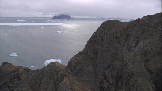 """vidéos et rushes de rocky islet and icy southern ocean beyond, antarctica. - """"bbc natural history"""""""