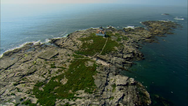 stockvideo's en b-roll-footage met low aerial, rocky islet in sea / egg rock, maine - noord atlantische oceaan