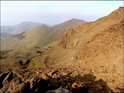vídeos de stock e filmes b-roll de rocky landscape, parque nacional sierra nevada (granada y almeria), andalusia, southern spain - estéril