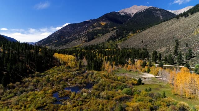 vidéos et rushes de rocky mountain creek valley and lake estuary - colorado