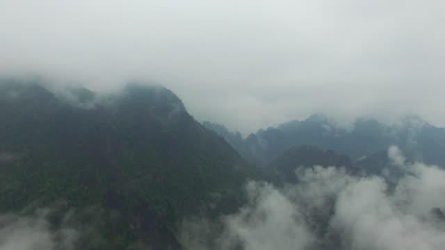 vídeos y material grabado en eventos de stock de rocky mountain / vang vieng, vientiane, laos - área silvestre