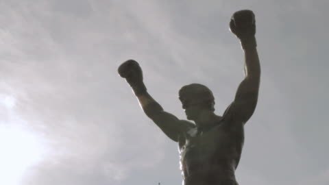 cu rocky statue in front of philadelphia museum of art / philadelphia, philadelphia, united states - philadelphia pennsylvania stock videos & royalty-free footage