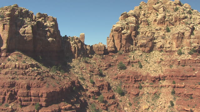 stockvideo's en b-roll-footage met ms aerial rocky terrain to reveal grand canyon south of colorado river in zuni point corridor / arizona, united states - zuni
