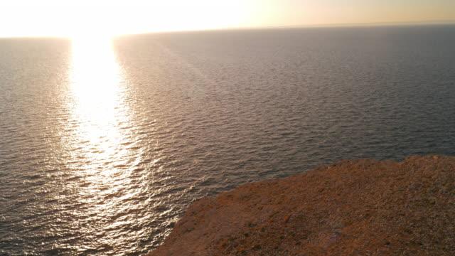 夕日に輝く空中ロッキー白い海岸線 - ツレス点の映像素材/bロール