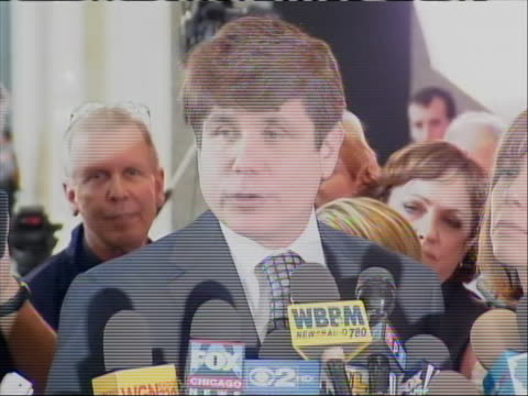 vidéos et rushes de rod blagojevich sot reacting to being convicted of 17 counts of corruption, just after the verdict. former illinois governor rod blagojevich was... - united states and (politics or government)