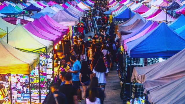 rod fai nachtmarkt zeitraffer. bangkok, thailand - bangkok stock-videos und b-roll-filmmaterial