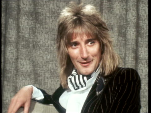 "rod stewart and britt ekland interview; england: london: lap : rod stewart: sof: ""i didn't realise..............................zoom... - rod stewart stock-videos und b-roll-filmmaterial"