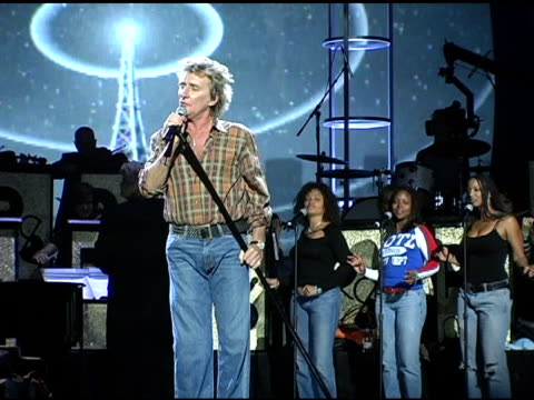 rod stewart at the 2004 american music awards day two rehearsals at the shrine auditorium in los angeles, california on november 12, 2004. - rod stewart stock-videos und b-roll-filmmaterial
