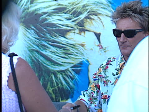 rod stewart at the rod stewart video and concerts at tower records, roxy theater, the wiskey in hollywood. - rod stewart stock-videos und b-roll-filmmaterial
