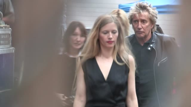 rod stewart departing live performance in hollywood at celebrity sightings in los angeles rod stewart departing live performance in on may 06, 2013... - rod stewart stock-videos und b-roll-filmmaterial