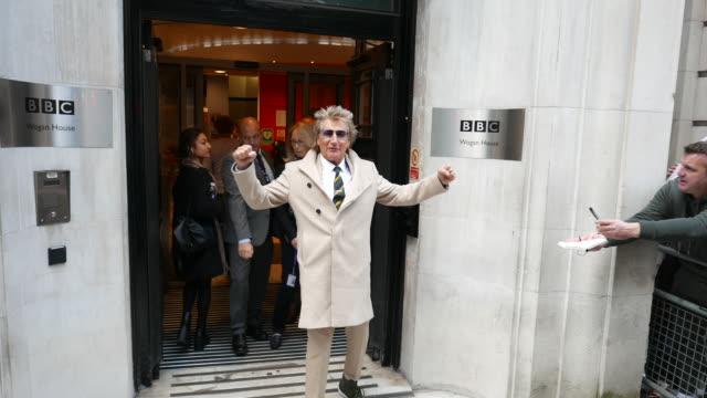 rod stewart leaving bbc radio 2 studios at celebrity sightings in london on november 11, 2019 in london, england. - rod stewart stock-videos und b-roll-filmmaterial