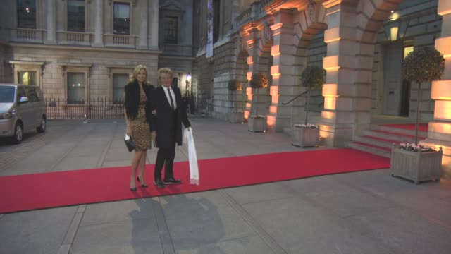 vídeos de stock e filmes b-roll de rod stewart, penny lancaster at the queen and the duke of edinburgh will attend an awards ceremony at the royal academy of arts at royal academy of... - royal academy of arts