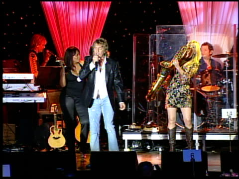 rod stewart performs at the clive davis' pre-grammy awards party concert at the beverly hilton in beverly hills, california on february 7, 2006. - rod stewart stock-videos und b-roll-filmmaterial