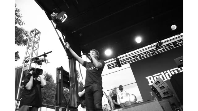 roddy ricch at the made in america festival at benjamin franklin parkway on august 31 2019 in philadelphia pennsylvania - benjamin franklin parkway stock-videos und b-roll-filmmaterial
