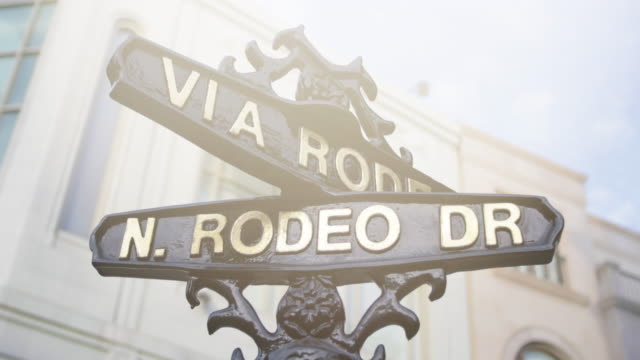 rodeo drive - beverly hills - 4k - beverly hills stock-videos und b-roll-filmmaterial