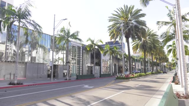rodeo drive closed and empty due to restrictive coronavirus measures on march 26 2020 in beverly hills california - beverly hills california stock videos & royalty-free footage