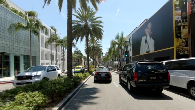 stockvideo's en b-roll-footage met rodeo drive iii gesynchroniseerde serie vooraanzicht rijproces plaat - beverly hills californië