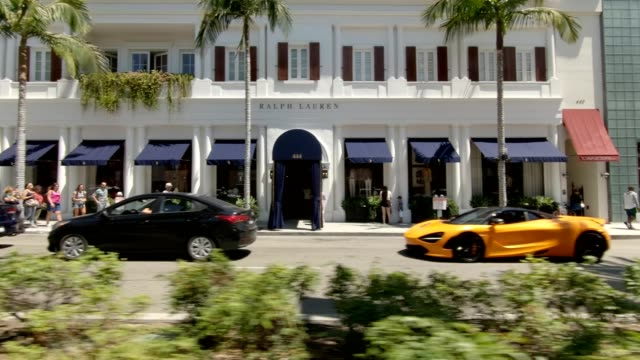 stockvideo's en b-roll-footage met rodeo drive iii gesynchroniseerde serie linker weergave rijproces plaat - beverly hills californië