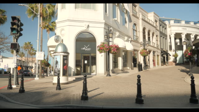 rodeo drive in beverly hills ca, empty street with no cars during april 2020 covid-19 - loss stock videos & royalty-free footage