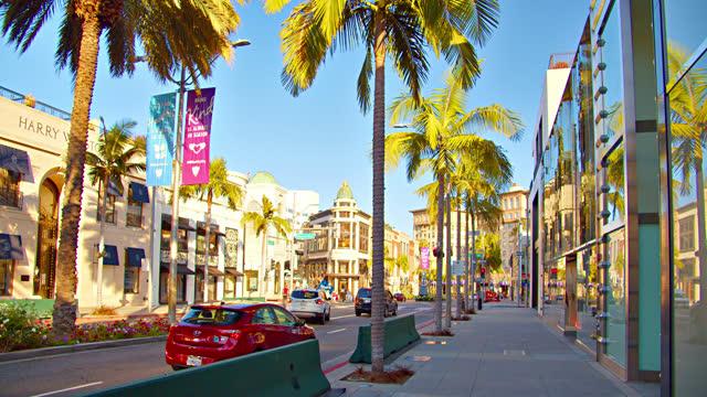 vidéos et rushes de rodeo drive. palm tree. shopping mall - sec