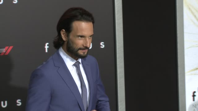 "vídeos y material grabado en eventos de stock de rodrigo santoro at the ""focus"" los angeles premiere at tcl chinese theatre on february 24, 2015 in hollywood, california. - tcl chinese theatre"