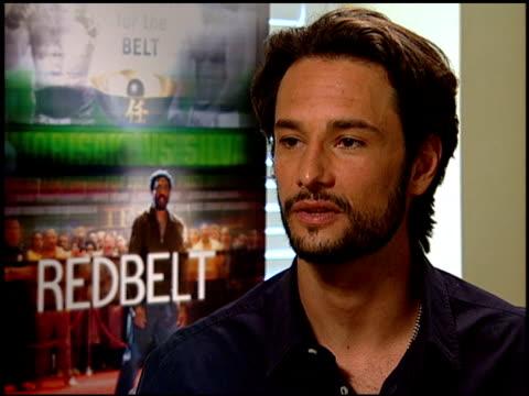 vídeos de stock e filmes b-roll de rodrigo santoro on why the film isn't an action film at the 'redbelt' press junket at null in los angeles, california on april 7, 2008. - filme de ação