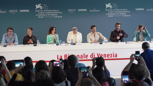 vídeos de stock, filmes e b-roll de rodrigo teixeira olivier assayas penélope cruz ramírez wagner moura leonardo sbaraglia gael garcía bernal at the wasp network press conference 76th... - penélope cruz