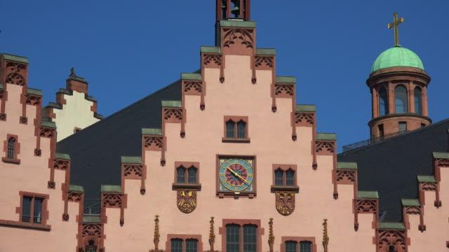 roemer town hall on roemerberg, frankfurt am main, hesse, germany - römerberg stock videos and b-roll footage