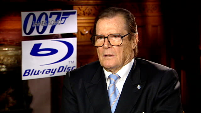 roger moore interview; sir roger moore interview sot - villans get the best lines and a they get a cat to stroke - jokes about having doubles for... - 俳優 ロジャー・ムーア点の映像素材/bロール