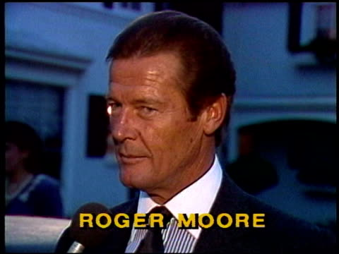 vídeos de stock, filmes e b-roll de roger moore talks about doing 'james bond' films and how good looks aided his career roger moore interview on january 01 1981 in los angeles... - james bond trabalho conhecido