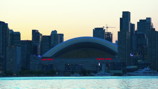 stockvideo's en b-roll-footage met rogers centre during the dusk of a summer day and seen from the centre island on june 10, 2015; in toronto, ontario, canada. this area is a national... - ontariomeer